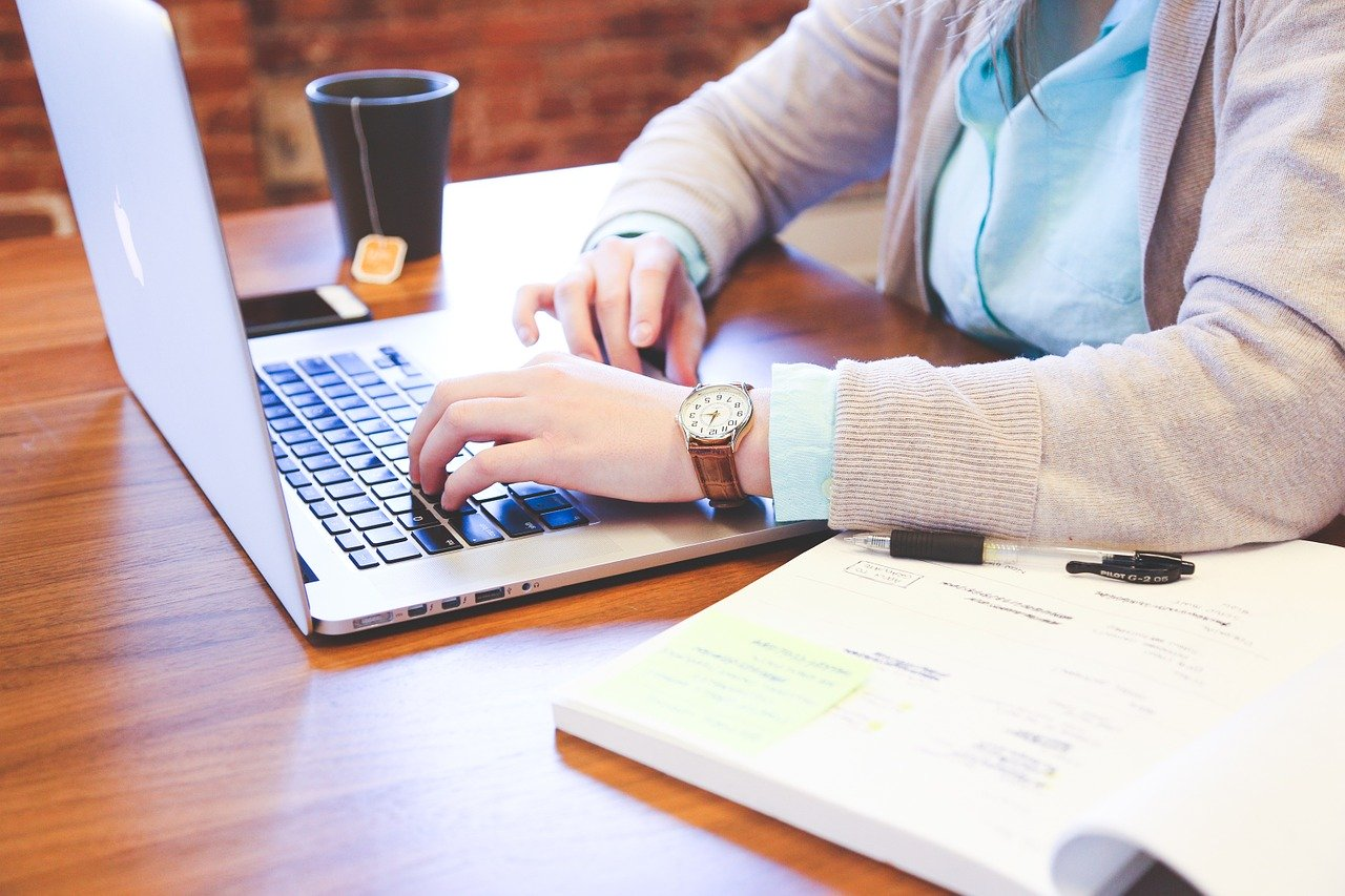 離職率の低い求人広告の見極め方8選!元求人広告営業が教える、ホワイト企業の見つけ方。